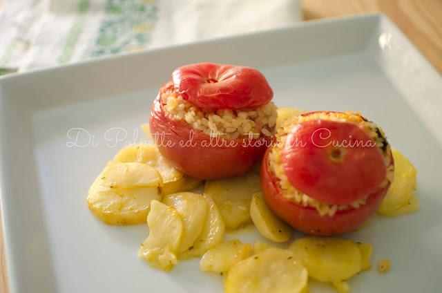 Pomodori ripieni riso patate al forno ricetta vegana